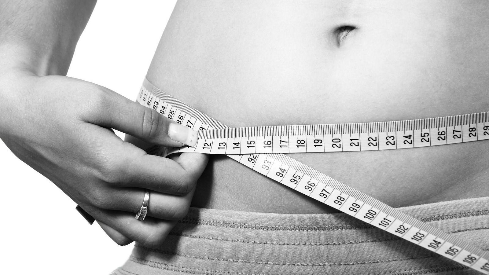 obez și încearcă să slăbească