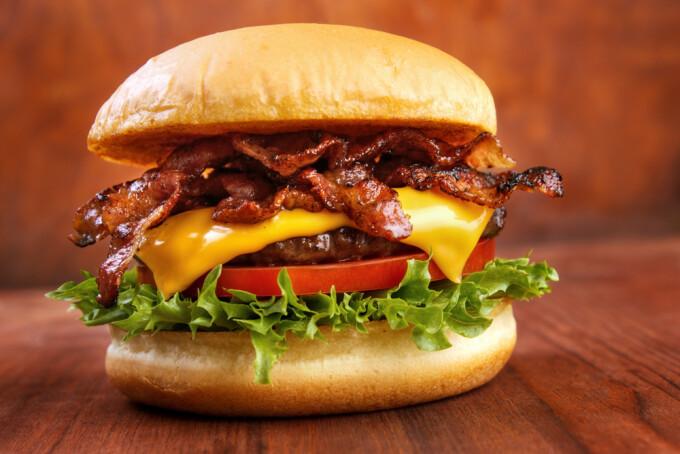 pot sa mananc burgeri si sa slabesc