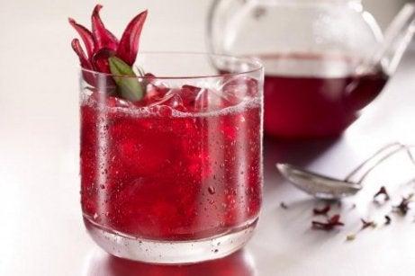 Descoperă 4 băuturi care susțin pierderea în greutate