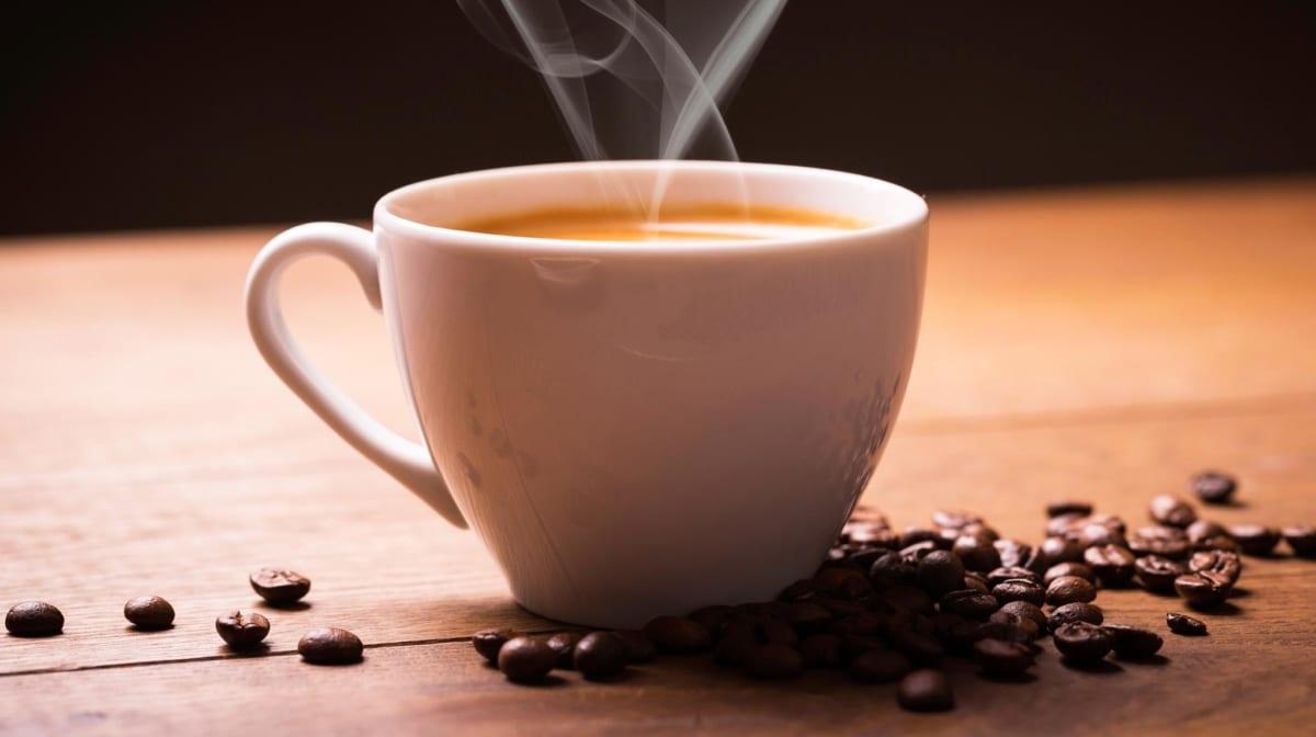 Bea cafea neagră pierde în greutate
