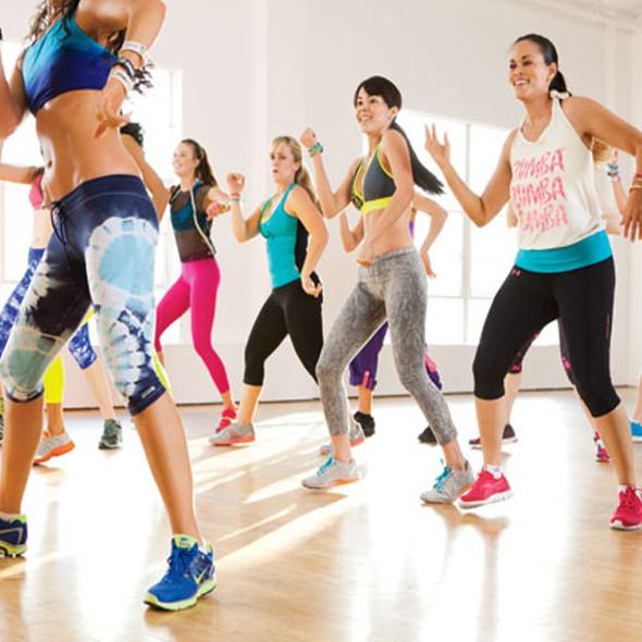 Antrenament creativ: exerciții cu propria greutate inspirate din dans
