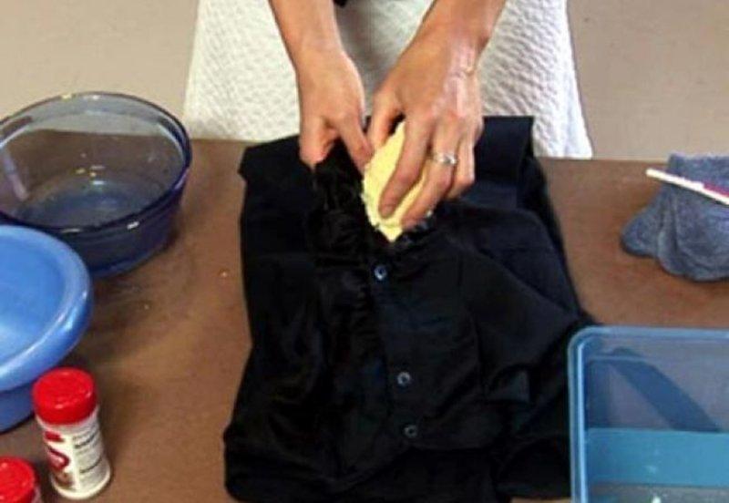 Ajutorr cum pot scoate petele de ulei de pe pavele:((