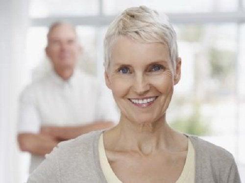 3 pasi pentru a vă controla greutatea în menopauză