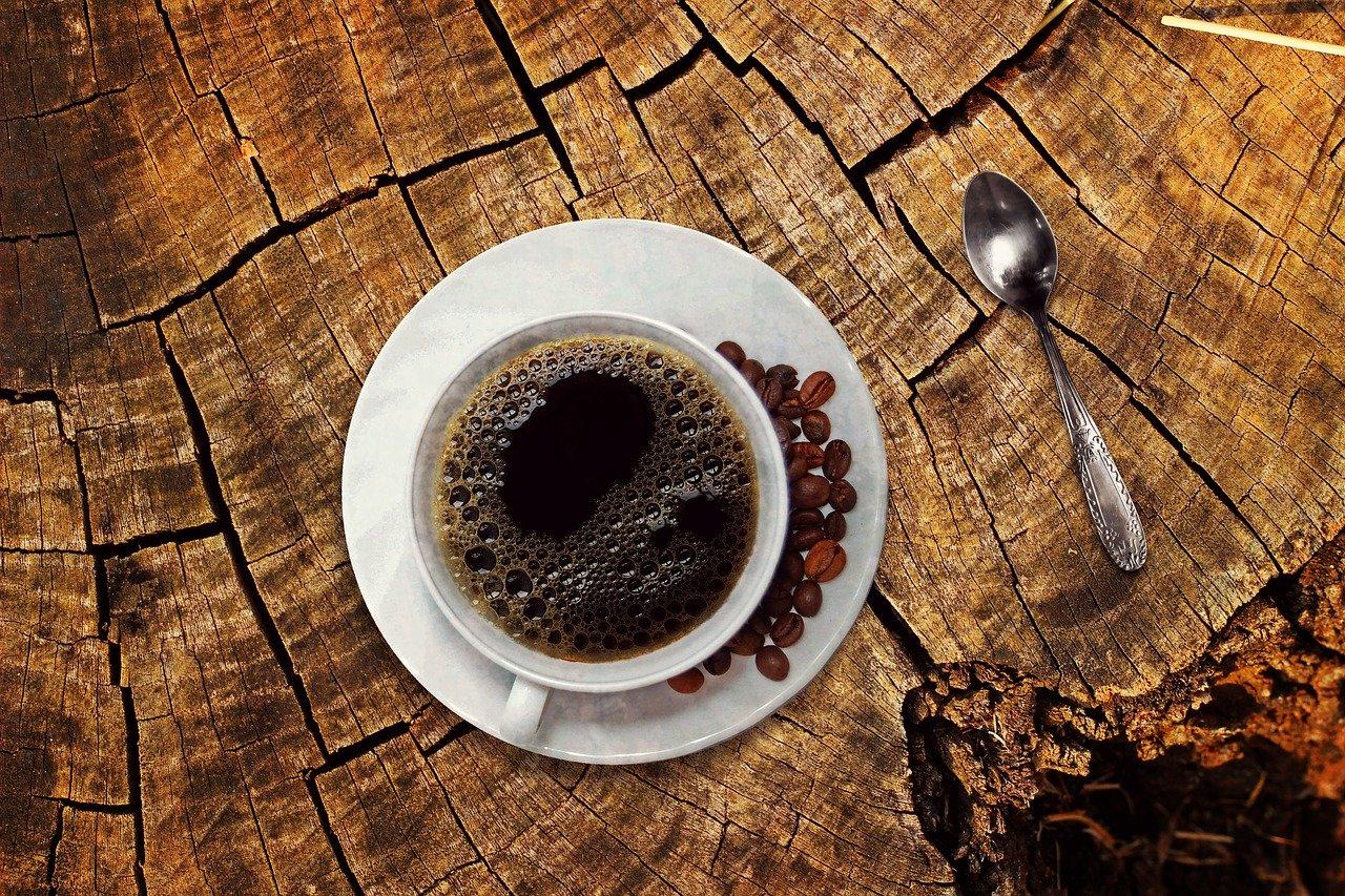 Ce se întamplă când bei prea multă cafea? (Intoxicația cu cafeină)