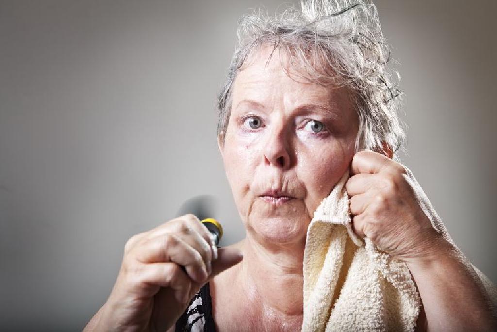Pierderea în greutate poate ușura simptomele menopauzei